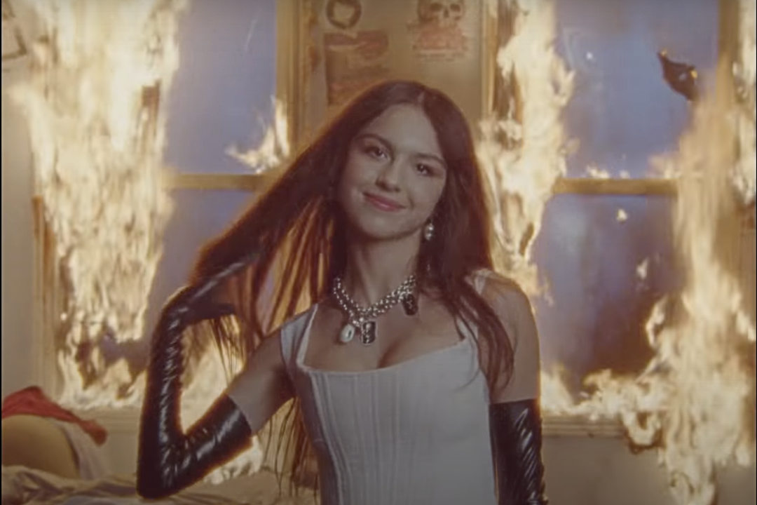 Olivia Rodrigo – good 4 u:燃著怒火的流行搖滾樂曲   歌詞翻譯與歌曲介紹
