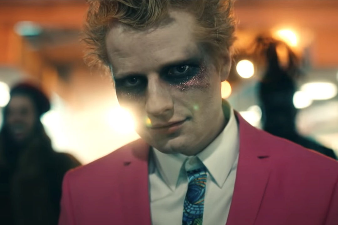 Ed Sheeran – Bad Habits 歌詞翻譯與歌曲介紹 夜晚如惡魔,酗酒與徹夜狂歡的後果
